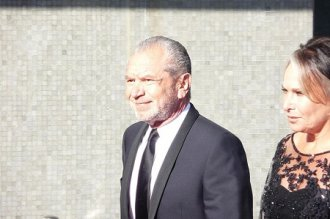 800px-Sir_Alan_Sugar_at_the_BAFTA's-mirrored